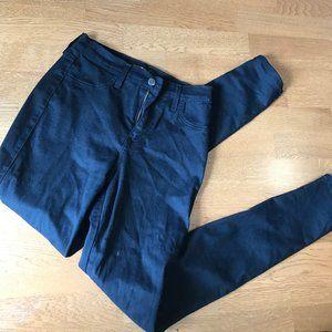 Fashion Nova Ripped Jeans sze 7-
